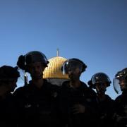 Izraelio kariai užpuola Al Aqsa mečetėje besimeldžiančius tikinčiuosius
