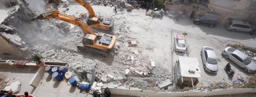 Izraelio buldozeris, vykdantis Jeruzalės etninio valymo planą