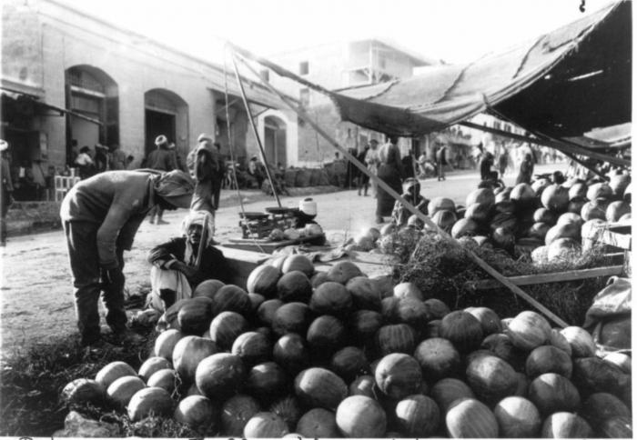 Arbūzai palestiniečių turguje. Jafa, 1940 metai.